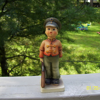 HUMMEL SOLDIER BOY - Figurines