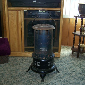 Vintage Kerosene Heater US Stove Company Model US89P - Kitchen