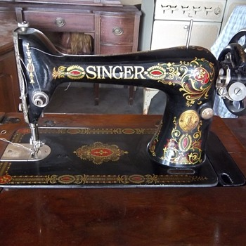 Red eye singer sewing machine - Sewing