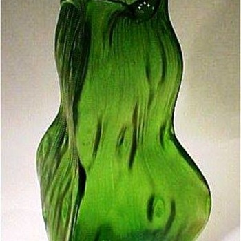 Loetz Triangular Rusticana Vase. - Art Glass