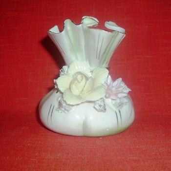 Porcelin Basket... - Figurines