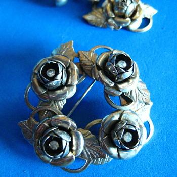 Vintage 1940's Rose screwback drop earrings and brooch  - Costume Jewelry
