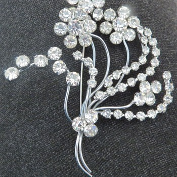 Vintage Flower Brooch - Costume Jewelry