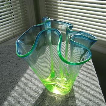 Chalet uranium handkerchief vase - Art Glass