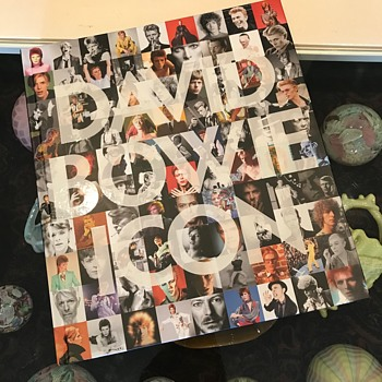Birthday tribute to Bowie - 8/1/1947 - 10/1/2016 - Music Memorabilia