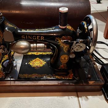 Singer Sewing Machine vintage, Model 128, Jan. 31, 1922 - Sewing