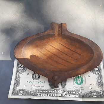 smallish cast iron ashtray - Tobacciana