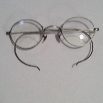 old fashion eyeglasses with byfocals