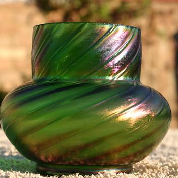 Is this Kralik or.....?? - Art Glass