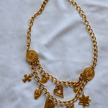 Mystery mark on vintage gold tone necklace that is made in Spain - Costume Jewelry