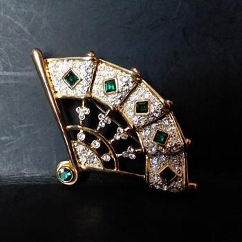 M V Vellano fan brooch - Costume Jewelry