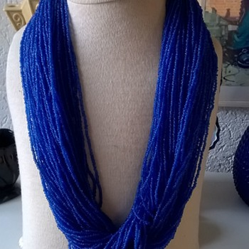 Naga Cobalt Blue Glass Seed Beads & Bone Necklace Thrift Shop Find 1,25 Euro ($1.30) - Costume Jewelry