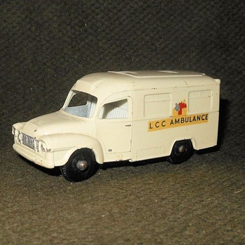 Malicious Malady Matchbox Monday MB 14 Lomis Ambulance 1962-1967 - Model Cars