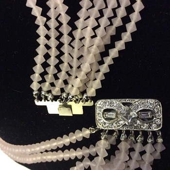 Rose quartz vintage necklace with rhinestone clasp