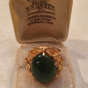 Vintage Jade and Gold Ring