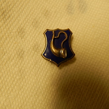 Bugle on a blue enamel shield shaped pin, gemsco ago g-2 on the back - Military and Wartime
