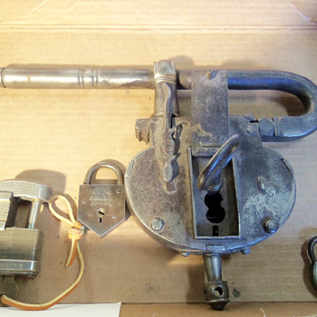 Large padlock I know nothing about - Tools and Hardware