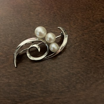 Sterling Mikimoto brooch - Fine Jewelry