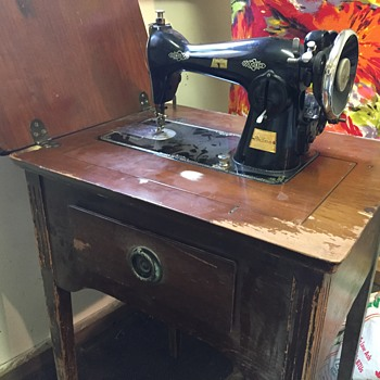 vintage sewing machine - cannot figure out the make and model - Sewing