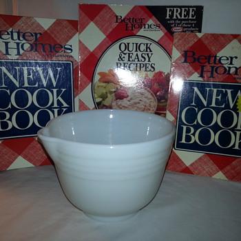 Vintage Hamilton Beach White Milk Glass Mixing Bowl With Spout