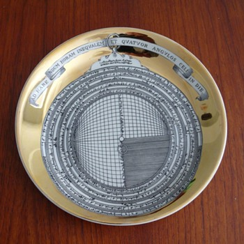 "fornasetti - milano plate: ""astrolabio 5"" - Pottery"