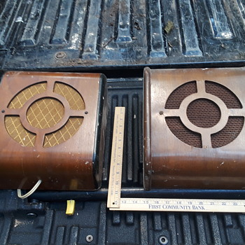 pair (almost) of old bentwood public address speakers - Electronics