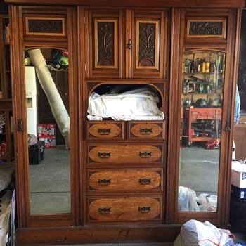Circa 1890 walnut Gentleman wardrobe dresser - Furniture