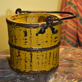 Very old berry bucket in mustard paint with a forged iron handle - Folk Art