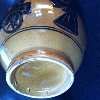 Mystery vase with sgraffito looks early - Pottery