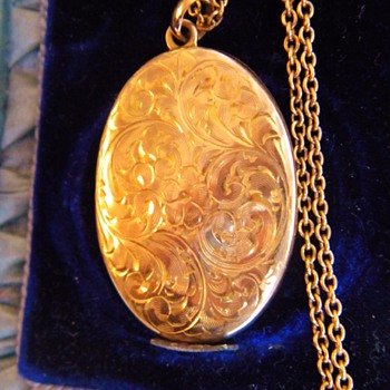 "Antique Victorian Etched 10k Rose Gold Locket Necklace 1.75 "" W/Orig Pics - Fine Jewelry"