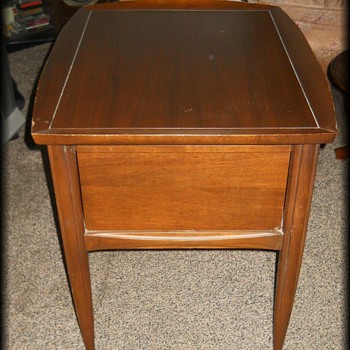 Mid Modern End Table -- Wood Type ?? - Furniture