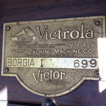 Victor talking machine - Radios