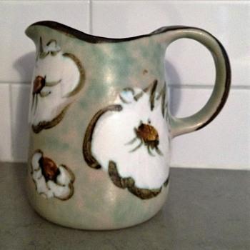 SMALL ART STUDIO POTTERY BEATLES BUG PITCHER - Pottery