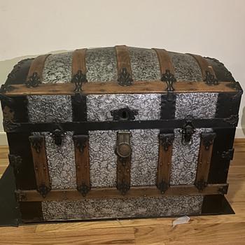 1980s Trunk - Furniture