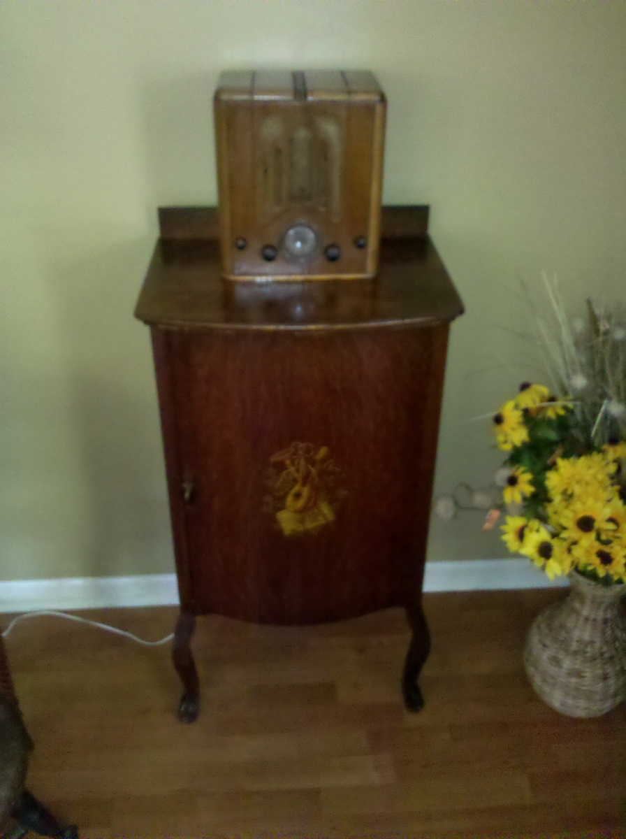 Antique sheet music cabinet & vintage radio | Collectors Weekly