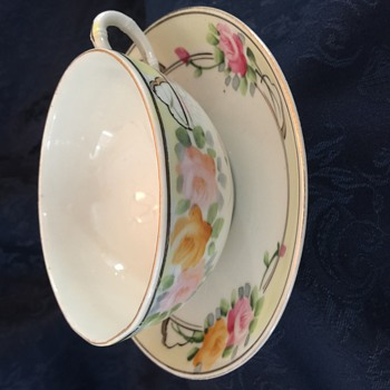 Mystery tea cup - Any ideas?? - China and Dinnerware