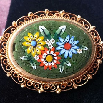 Brooch in need of a home....HOME FOUND WOO HOO - Costume Jewelry