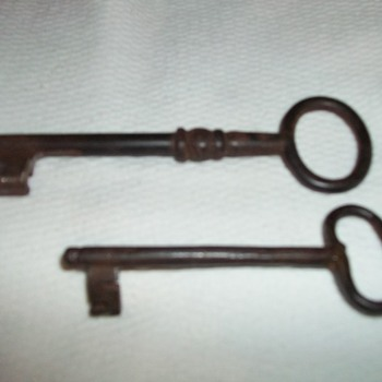 VINTAGE KEYS - Tools and Hardware