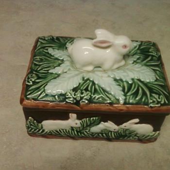 A SWEET  TAKAHASHI BUNNY BOX - Pottery