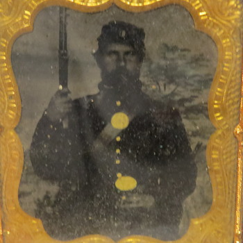 Union Soldier with Rifle Ambrotype, Daguerreotype, or tintype?