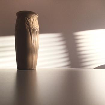 ROOKWOOD 2673  YELLOW MATTE - 1920. - Pottery