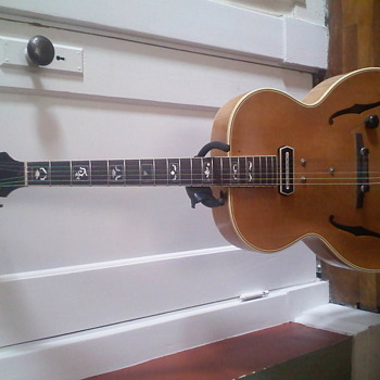 i have a ES-250 gibson  - Guitars
