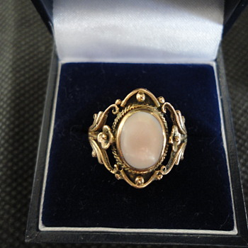 Lovely floral arts & crafts gold and opal ring 1900 - Fine Jewelry