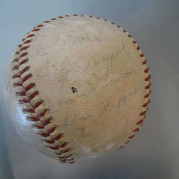 unknown signed us-baseball, found in german basement