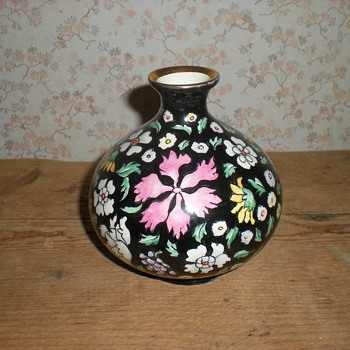 Lavenia  author vase with Chinese design. - Pottery