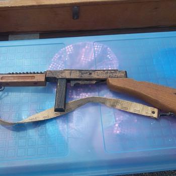1949  TOY TOMPSON MACHINE GUN