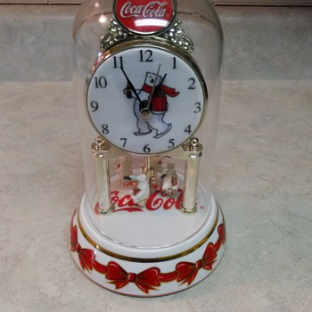 COCA COLA  BEAR CLOCK - Clocks