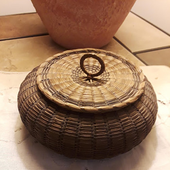 Native American Passamaquoddy Sea Urchin Basket, 1900-1920 - Furniture