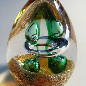 CHINESE -- Egg shaped Art Glass paperweight - Art Glass
