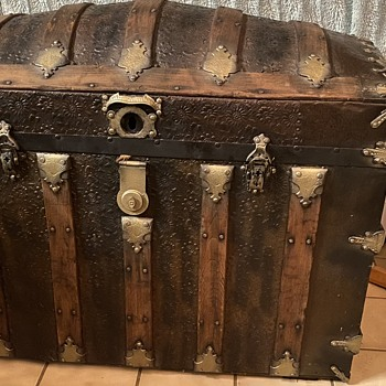 My mystery trunk - Furniture
